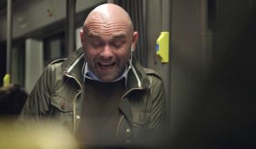 Coca Cola najala chlapíka, aby se začal šíleně smát v metru