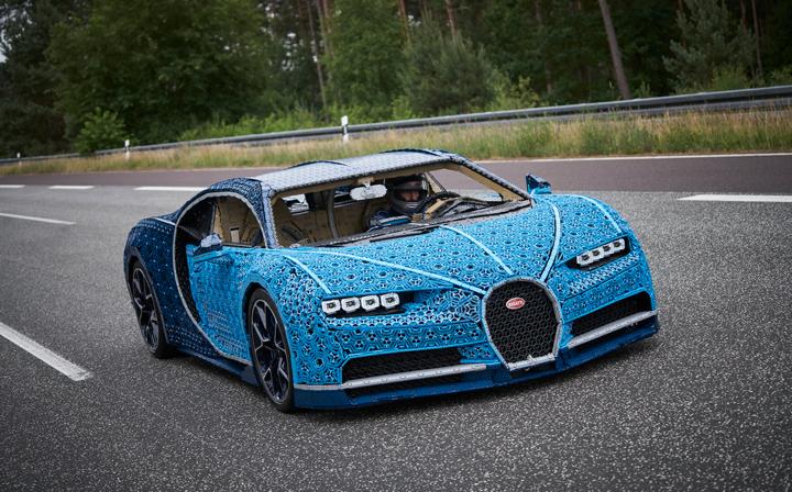 4b9f59ccad5 staré Bugatti Chiron z LEGO kostiček  Pojízdný sporťák v životní velikosti  postavili na Kladně